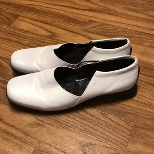 BCBG Paris  White Leather Shoes with Elastic Strap